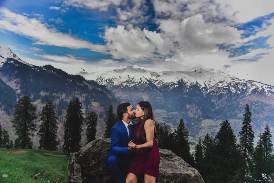 pre wedding photoshoot in mountains