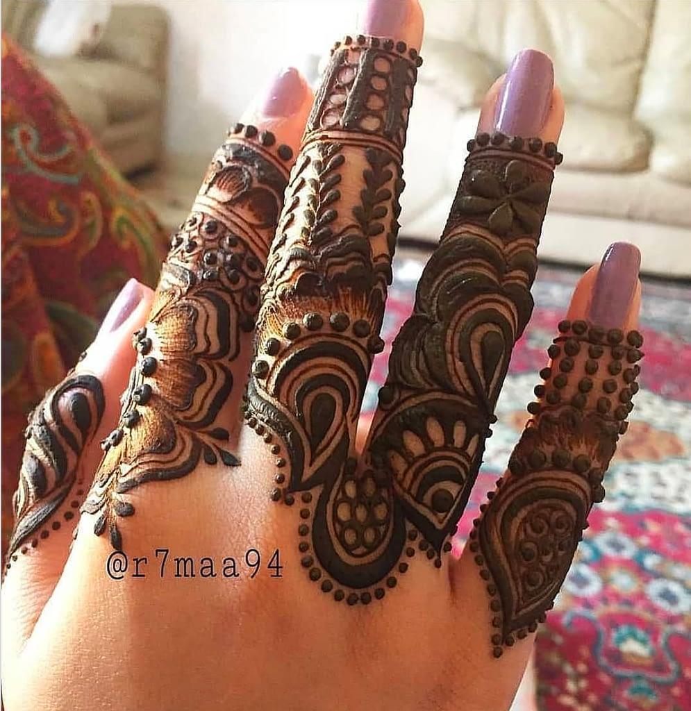 finger art mehndi design